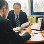 Hommes dans un bureau