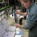 Controle laitier dans salle de traite