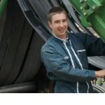 Jeune et matériel agricole tracteur