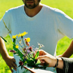 Etudiants fleurs herbe prairie