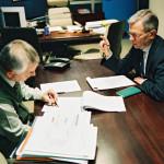 deux hommes au bureau