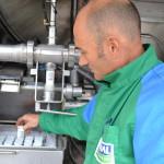 collecte de lait chauffeur camion échantillons