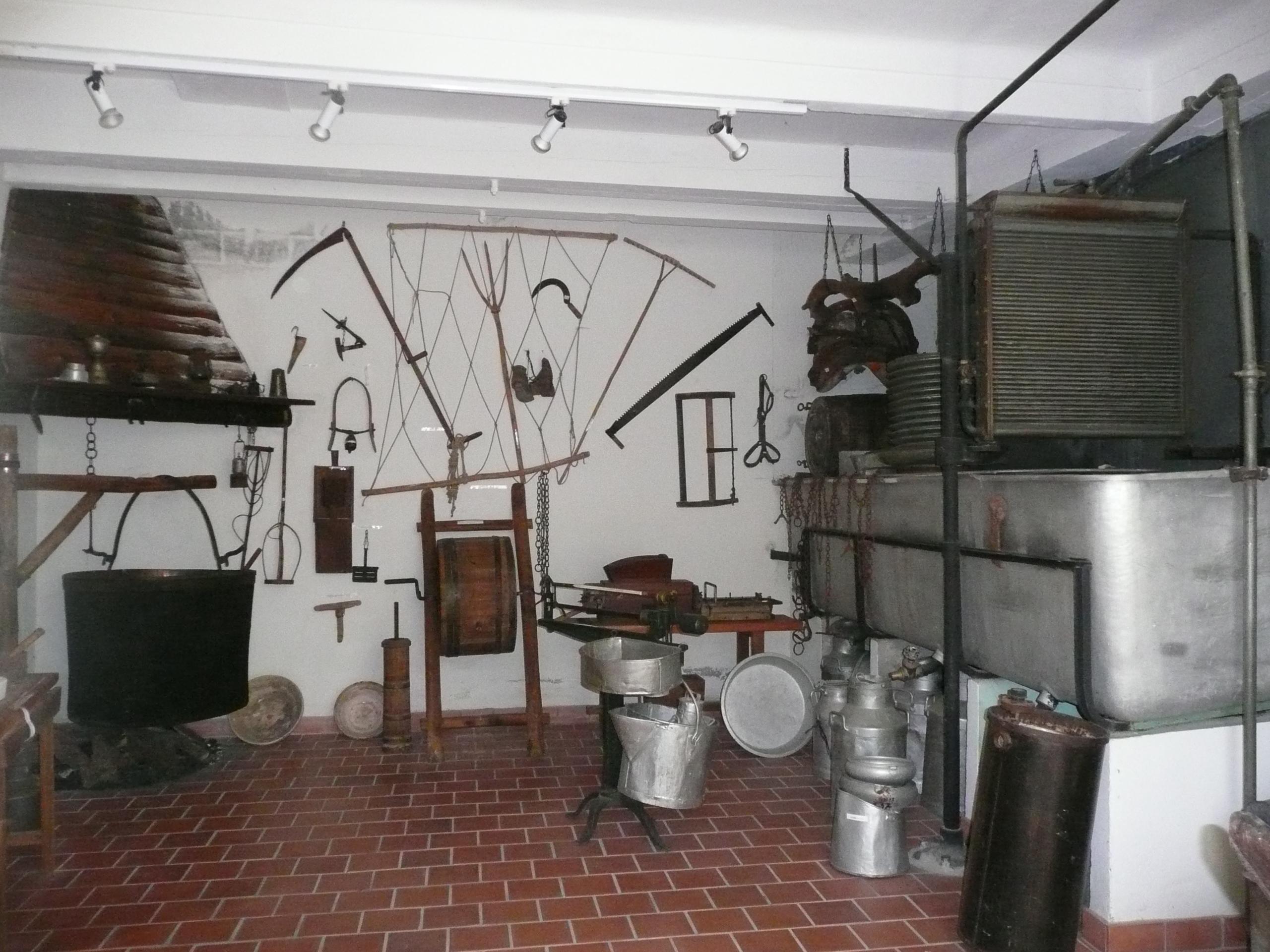 Outils et matériel de fabrication de fromages