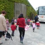 Enfants et bus Ferme de l'Ecrin