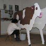 Musée Simulation de traite vache en carton