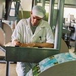 Homme usine fabrication Kiri