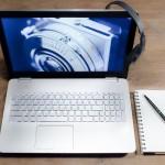 ordinateur, cahier, stylo, téléphone