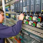 tableau électrique maintenance homme
