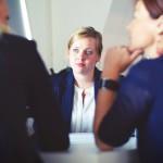 femme entretien conversation réunion bureau
