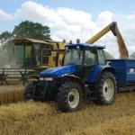 Tracteur moisson blé moissonneuse