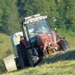 Tracteur foins herbe prairie