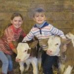 Enfants et veau Montebelliard
