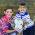 Enfants et veau montbelliard