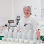 Usine, laboratoire, test lait bouteilles