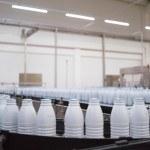 Usine, chaine de bouteilles de lait