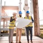 3 architectes debout, plan, construction, batiment