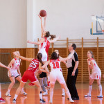 women-playing-basketball-2116469